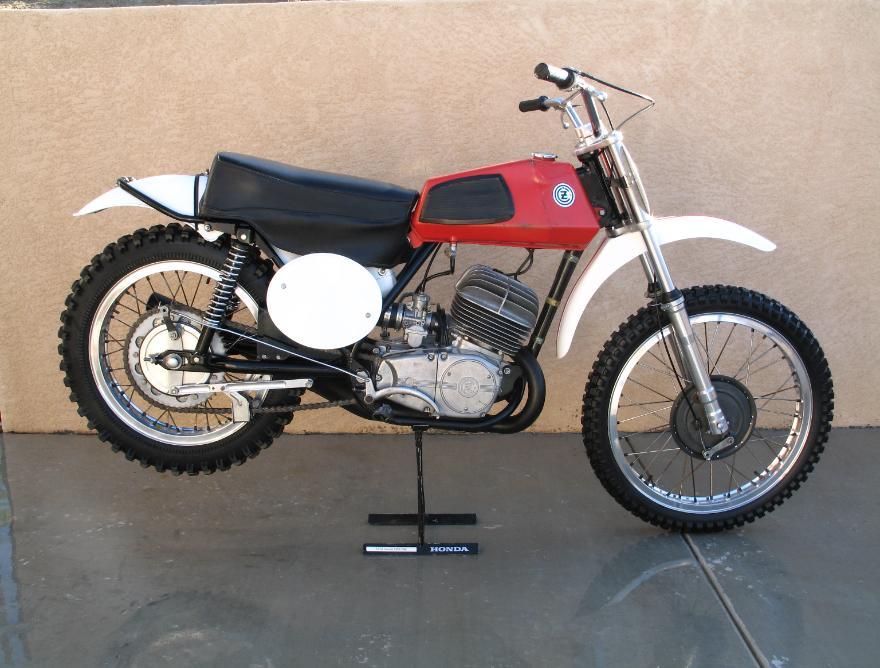 classic bikes cz motor...