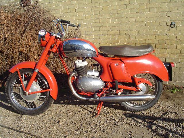 MOTOS PARA EL RECUERDO DE LOS ESPAÑOLES-http://motorbike-search-engine.co.uk/classic_bikes/1960-panther-3t.jpg