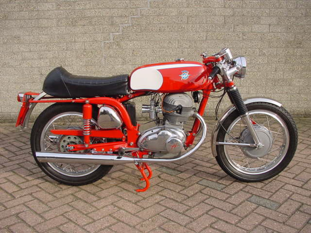 http://www.motorbike-search-engine.co.uk/classic_bikes/mv_agusta_supersport.jpg